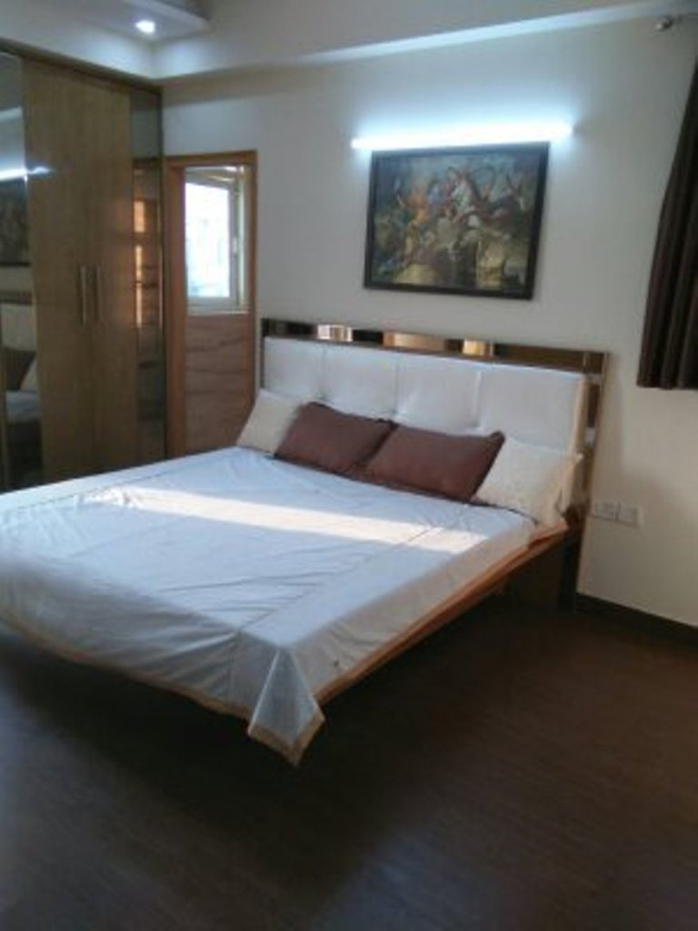 rooms in shivalik nagar haridwar  7O6O738171