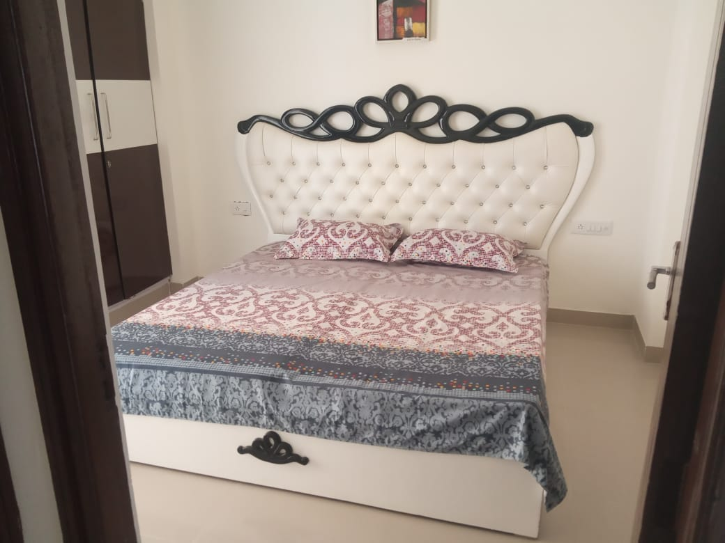 flat for rent in greenview blossom dehradun 7O8855OOO8